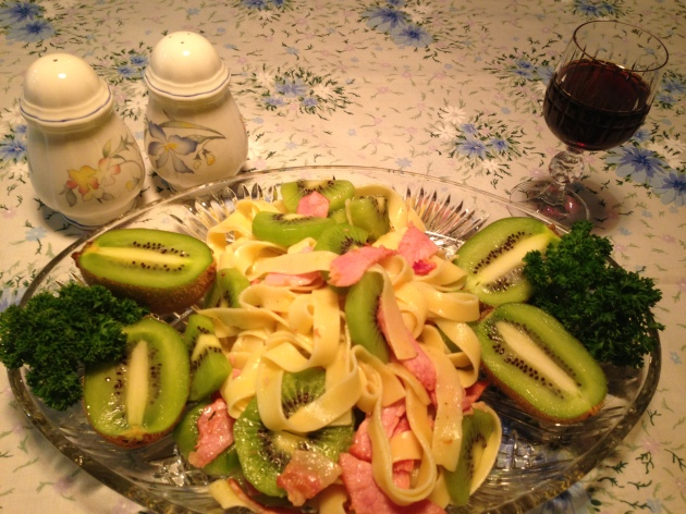 Kiwi and bacon salad